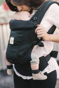 ERGObaby Porte-bébé combiné Adapt black-commercieel beeld